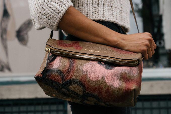 75c7f2b69fff8 Jakie torebki są modne - Kopertówki