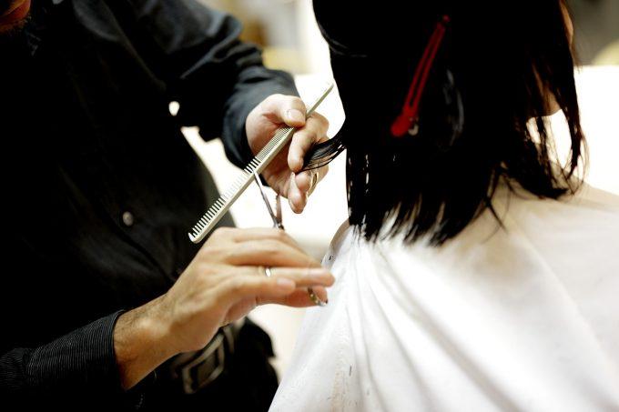 Czego nie robić u fryzjera