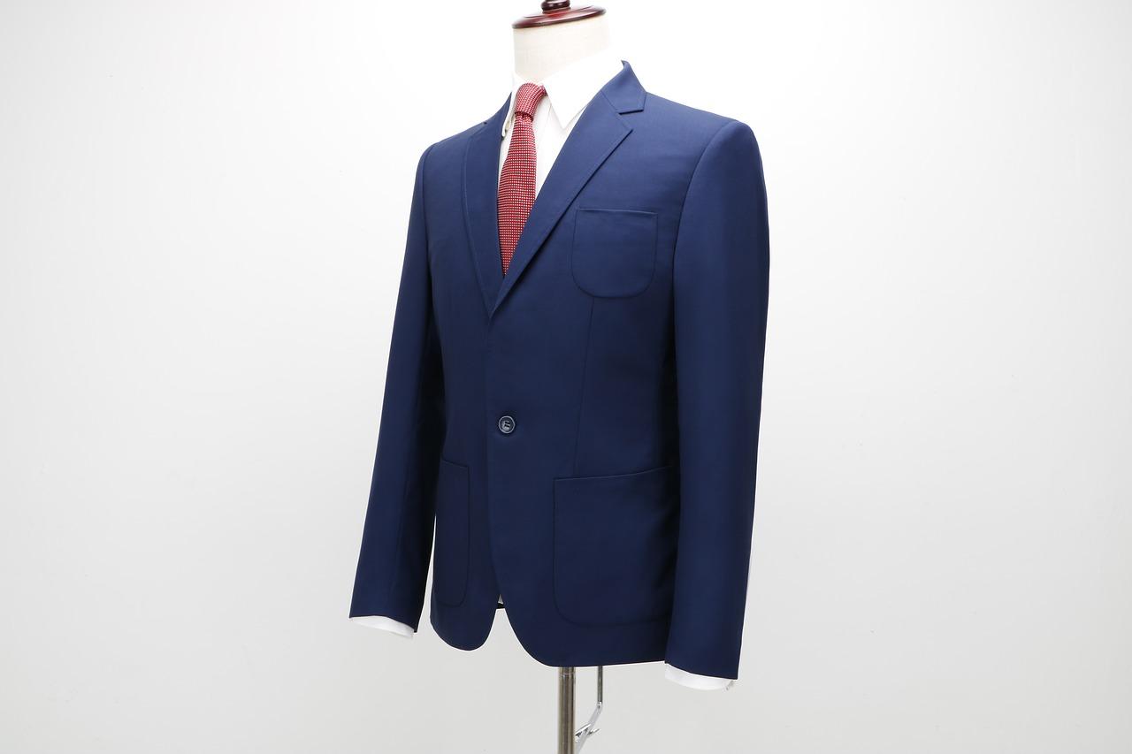 Na co zwracać uwagę kupując garnitur