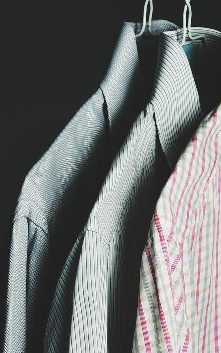 Smart casual, czyli jak ubrać się do pracy w lecie?