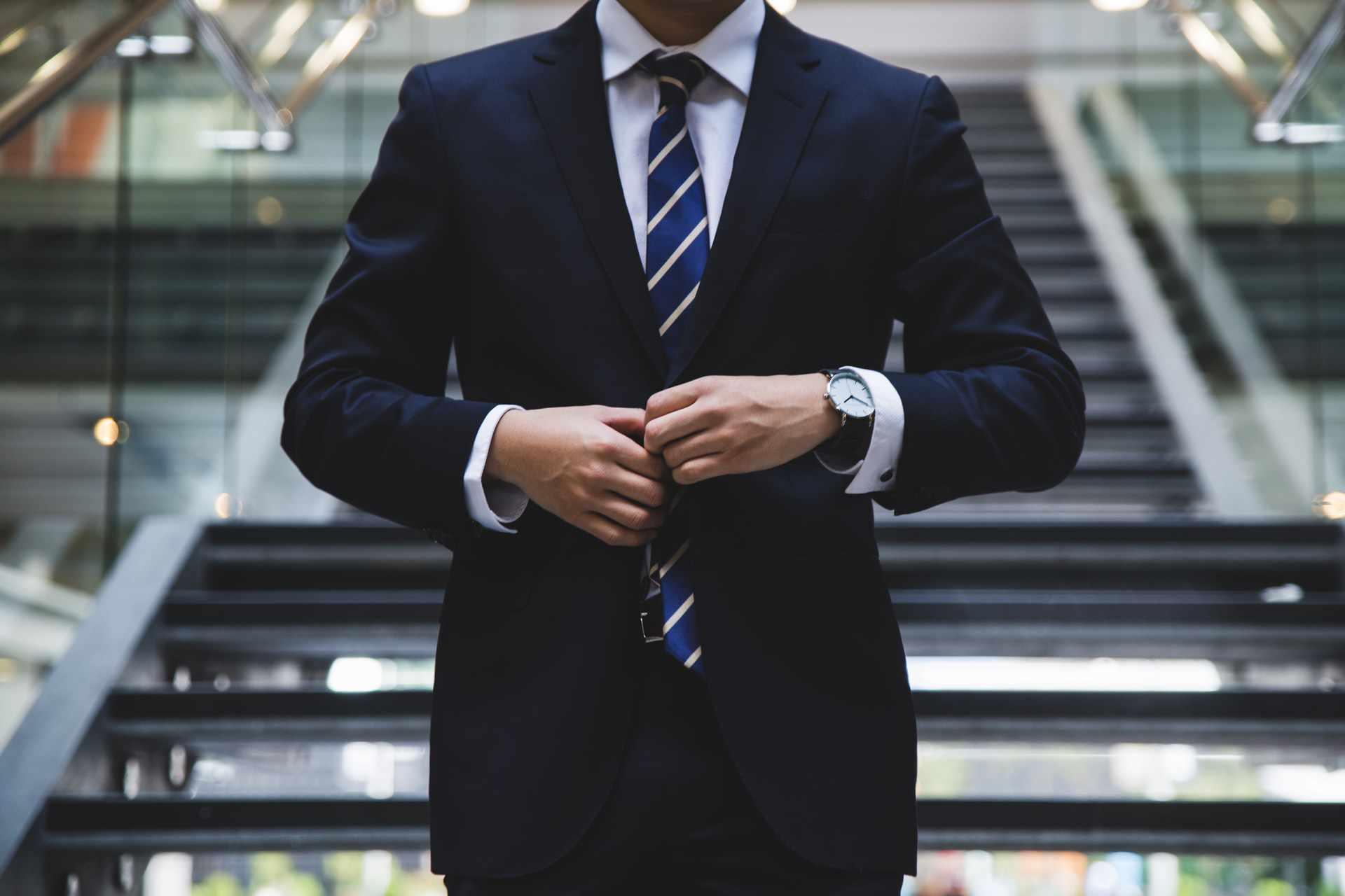 Jaki modny garnitur warto kupić w 2020 roku?